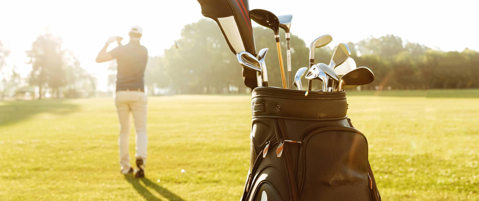 vista-trasera-jugador-golf